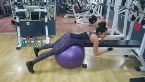 Стягане на дупето. фитнес упражнения за жени.