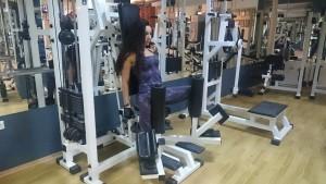 Фитнес упражнения за стегнати крака и дупе.