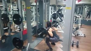 Клек с щанга. фитнес тренировка за жени.