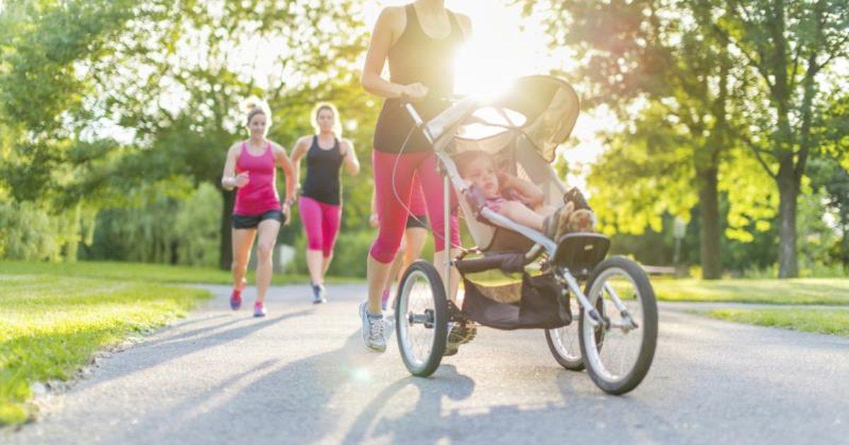 бягане в парка с количка