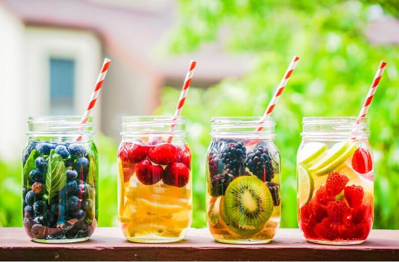 Детокси-полодова-вода-с-лайм-мента-ягода-диня-краставица-грейфрут-портокал