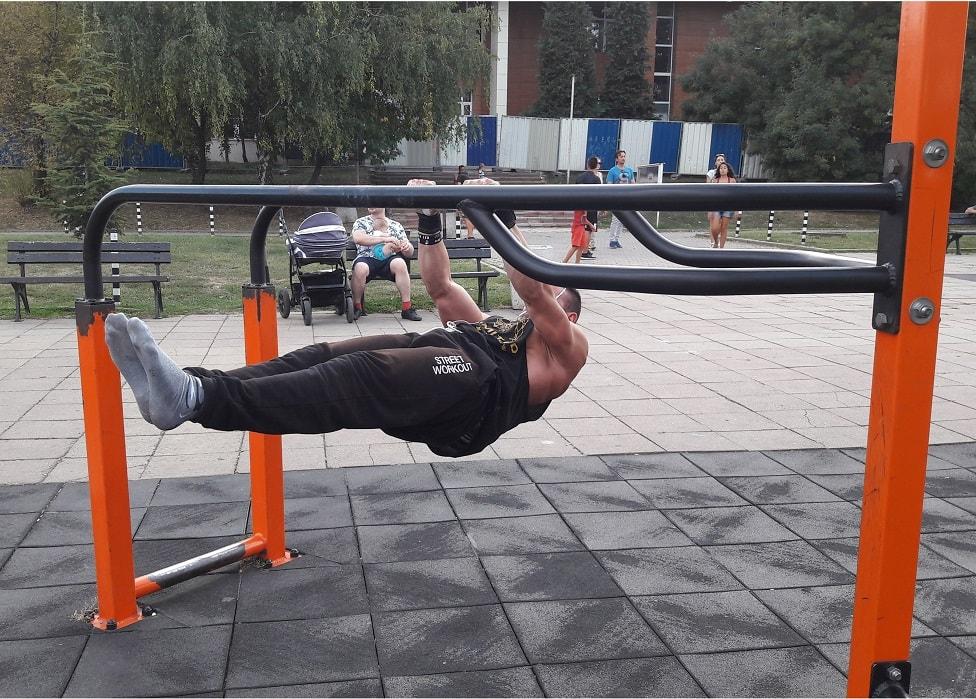 стрийт фитнес упражнения на успоредка с Тони Липошлиев