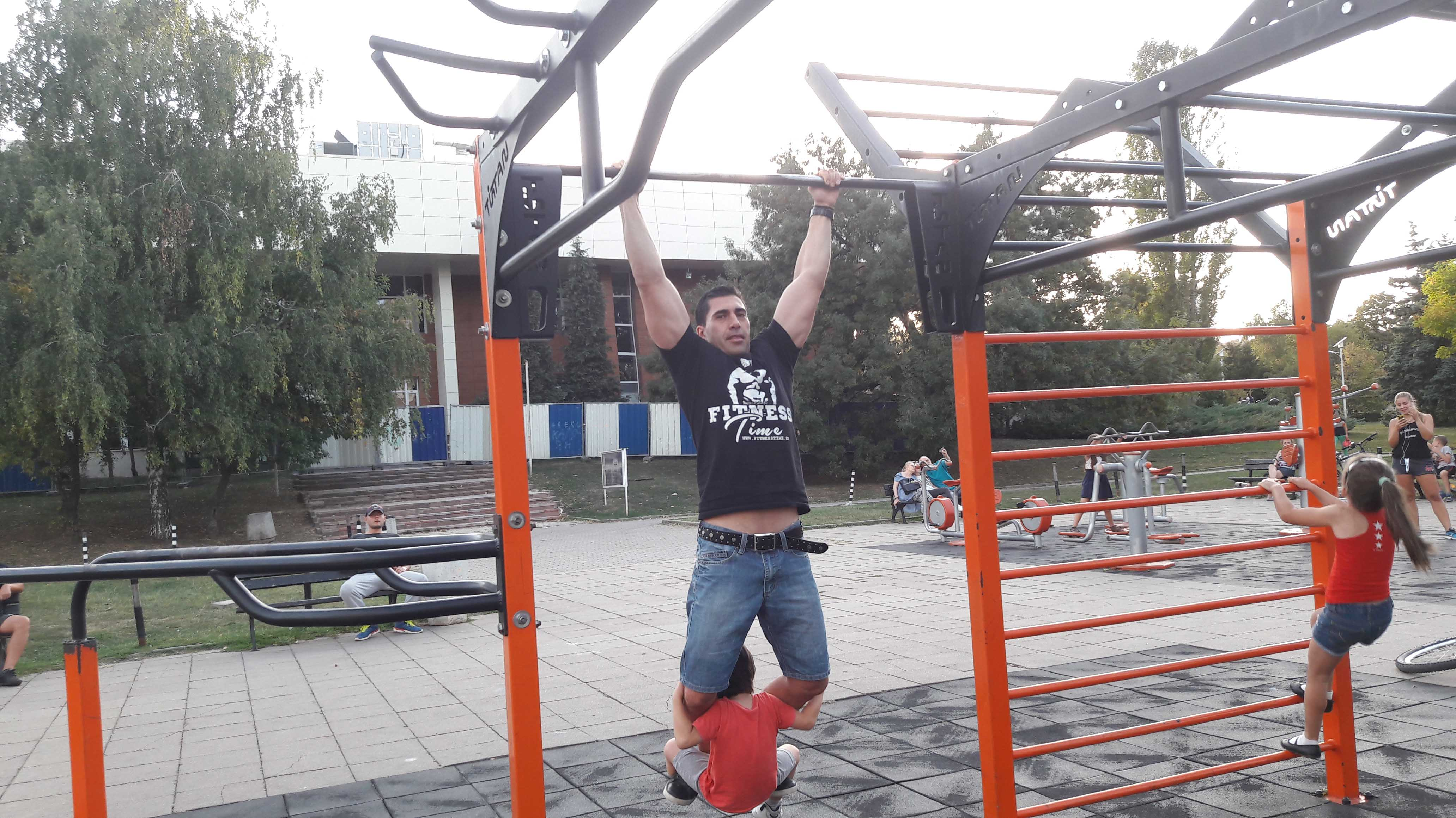 стрийт фитнес с деца, тренировки на деца